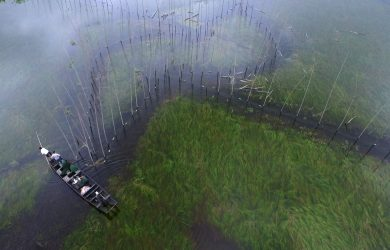 Reporter Xu looking for illegal nets on Dongting Lake in Hunan, Central China